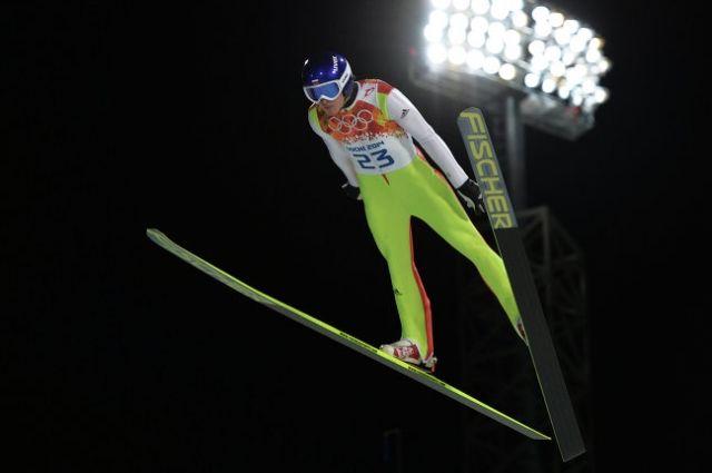 Михаил Максимочкин в финале индивидуальных соревнований по прыжкам со среднего трамплина