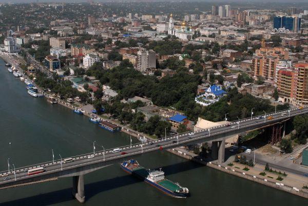 Ворошиловский мост длиной около 450 метров был открыт 1965 году.