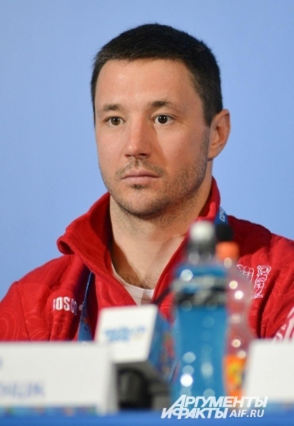 Ковальчук прежде играл в заокеанской лиге НХЛ, но недавно вернулся в Россию, чтобы играть в КХЛ.
