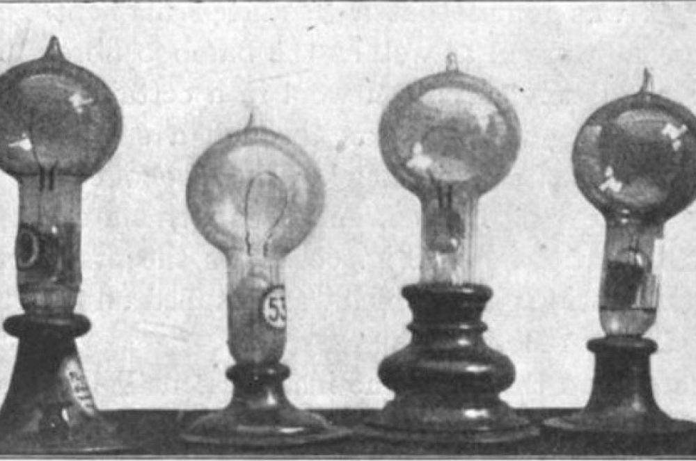 Одним из наиболее ярких изобретений Томаса Эдисона стала лампа накаливания с угольной нитью – его версия лампы позволяла гореть около 40 часов. Кроме того, Эдисон также изобрёл поворотный выключатель. Именно с этого момента лампы начали вытеснять на рынке газовые приборы освещения.