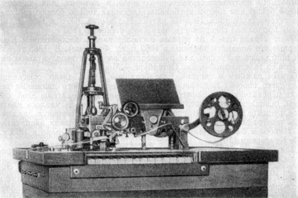 Следующим успешным проектом Эдисона стал квадруплексный телеграф. Томас усовершенствовал имеющуюся дуплексную схему, и после этого телеграф Эдисона был способен передавать четыре сообщения по одному проводу.