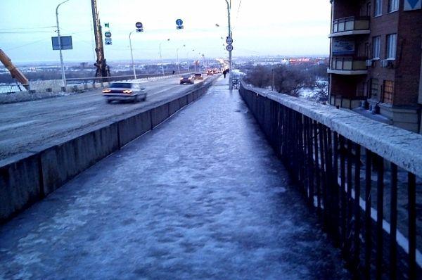 Для жителей Батайска Ворошиловский мост служил неизменной переправой. Из-за транспортных заторов люди частенько ходили по Ворошиловскому мосту в Батайск пешком.