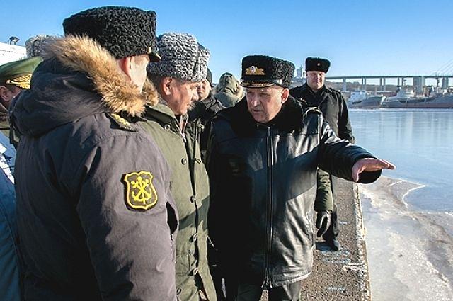 Сергей Шойгу инспектирует военные объекты Владивостока.