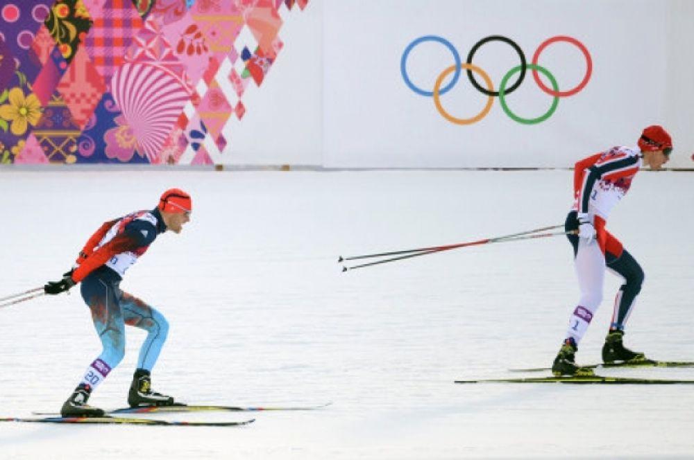 Во время первого полуфинала за сборную России бежал А.Гафаров. На спуске он упал, сломал лыжу и не сумел пробиться в финальную шестерку.