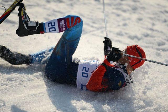 Антон Гафаров на дистанции полуфинального забега индивидуального спринта в соревнованиях по лыжным гонкам среди мужчин.