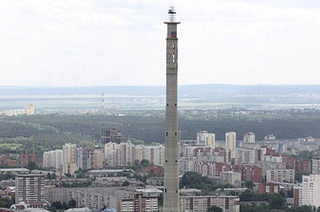 С «башни смерти» в Екатеринбурге снова прыгают парашютисты