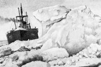 Пароход «Челюскин» в тяжёлых льдах, 1934 год.