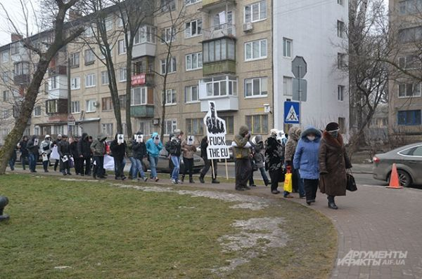 Митинг движения Fuck the EU прошел возле посольства США в Киеве