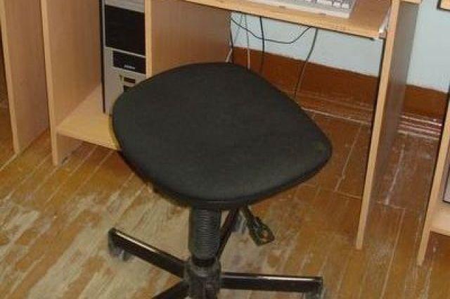 В школе Екатеринбурга детей учили на сломанных стульях