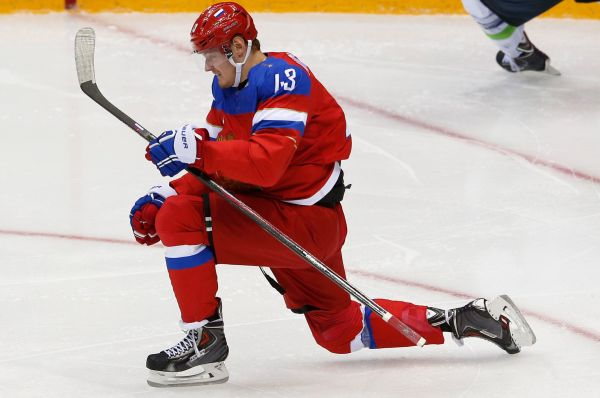 В третьем периоде сборная России разошлась ещё сильнее, забив ещё две шайбы. Сначала на 44-й минуте отличился Валерий Ничушкин - 4:2.