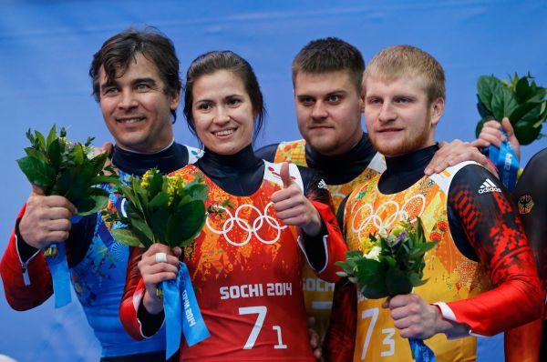Затем второе место в эстафете заняли саночники Альберт Демченко, Татьяна Иванова и двойка Владислава Антонова и Александра Денисьева.