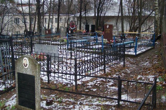 За места на кладбище отвечает мэрия.