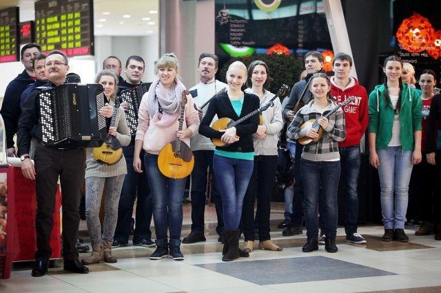 Музыкальный флеш-моб перед рейсом в Сочи прошел в Новосибирске