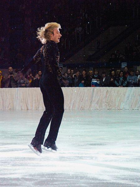 В 2003 году Плющенко, после ухода Ягудина из большого спорта, становится безоговорочным лидером, выиграв во второй раз чемпионат мира и в третий – чемпионат Европы.