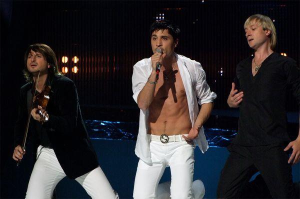 На конкурсе «Евровидение-2008» Плющенко вместе певцом Димой Биланом и венгерским скрипачом Эдвином Мартоном занимает 1-е место.