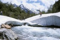 Снежный мост через горную реку. Тебердинский природный заповедник.