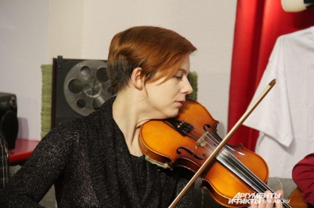 Читатели SPB.AIF.RU в режиме онлайн могли насладиться звуками скрипки