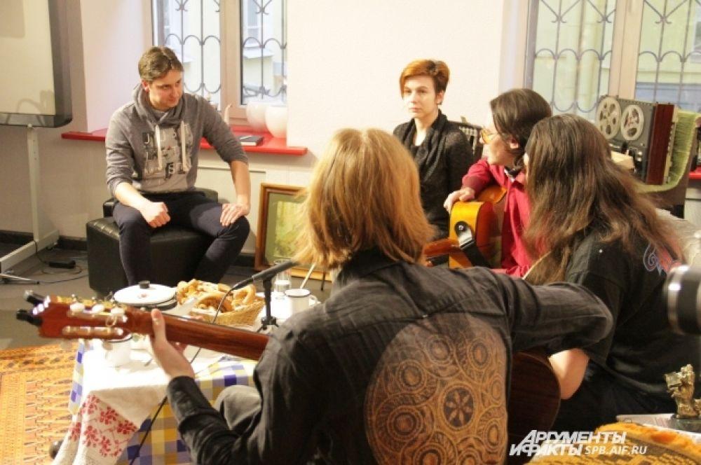 Музыканты с удовольствием поговорили о юбилее Ленинградского рок-клуба, шоу-бизнесе и политике