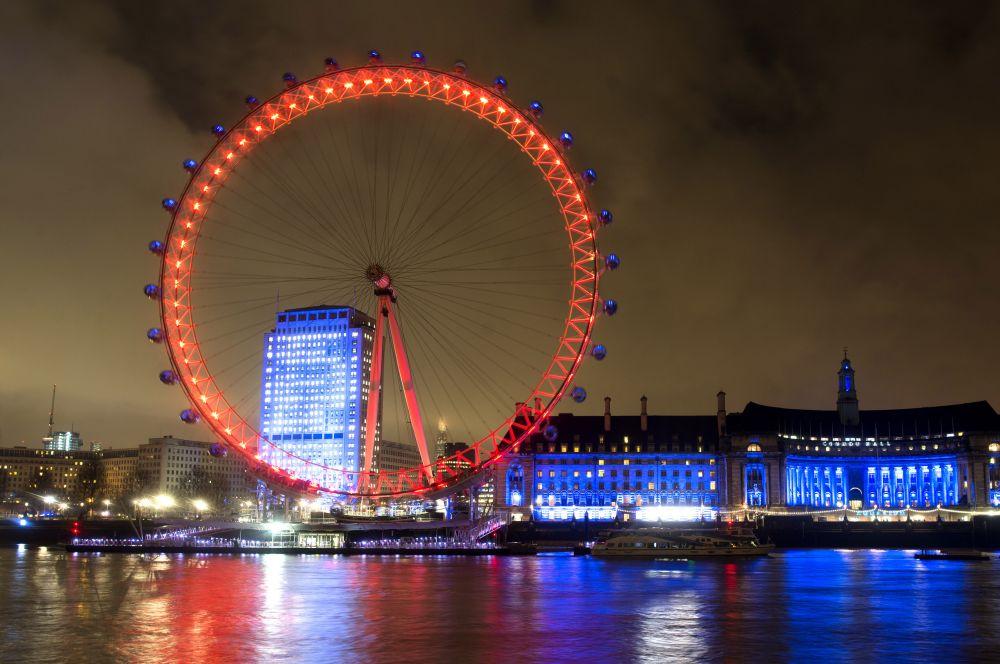 В 1894 году в Лондоне началось строительство «Великого колеса», высота которого достигала 94 метров, однако оно простояло лишь до 1907 года. Сейчас британскую столицу украшает другое колесо – «Лондонский глаз» на берегу Темзы. С этого 135-метрового колеса открывается вид практически на весь город. «Лондонский глаз» также является самым высоким колесом обозрения в Европе.