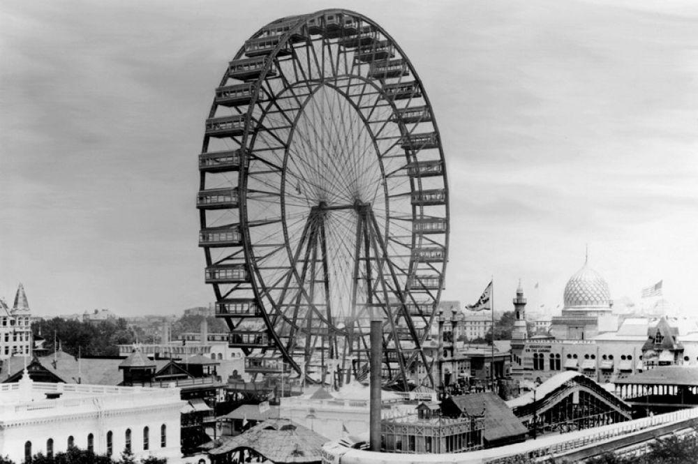 Самым первым колесом обозрения стало колесо Джорджа Вашингтона Гейла Ферриса-младшего, построенное к Всемирной колумбовской выставке 1893 года в Чикаго в качестве ответа башне Эйфеля в Париже. Диаметр колеса составлял 75 метров, а масса конструкции достигала 2000 тонн. Это колесо было выше самого высокого небоскрёба того времени.