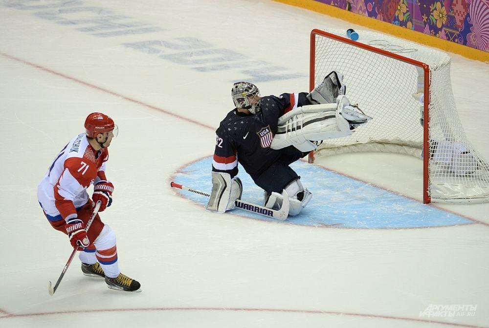 Илья Ковальчук исполняет второй подряд буллит в послематчевой серии. На этот раз нападающий промахивается.