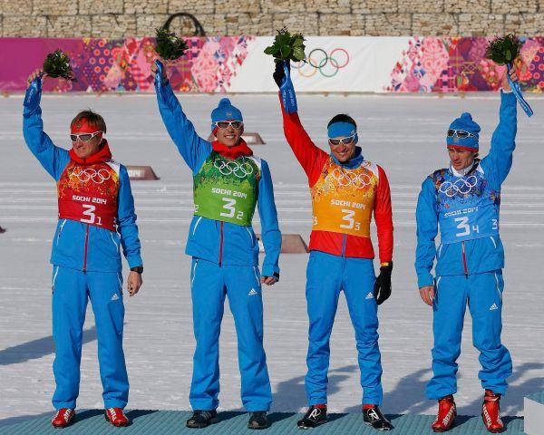 Российские лыжники смогли завоевать 16-ю медаль для сборной России на Олимпиаде в Сочи, став вторыми в эстафете 4x10 км. Дмитрий Япаров, Александр Бессмертных, Александр Легков и Максим Вылегжанин (слева направо) уступили 27,3 секунды одержавшей победу сборной Швеции.