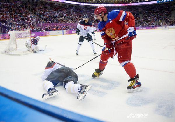 Во втором периоде словаки снова чаще били в створ ворот соперника, чем российские хоккеисты - 13 бросков против 11. Однако до взятия ворот дело так и не дошло.