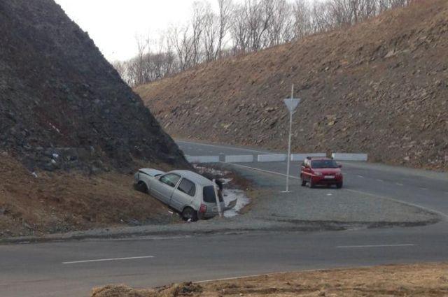 «Nissan March» попал в ДТП во Владивостоке.