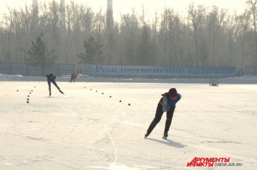 Первенство города по конькобежному сорту состоялось в Омске.