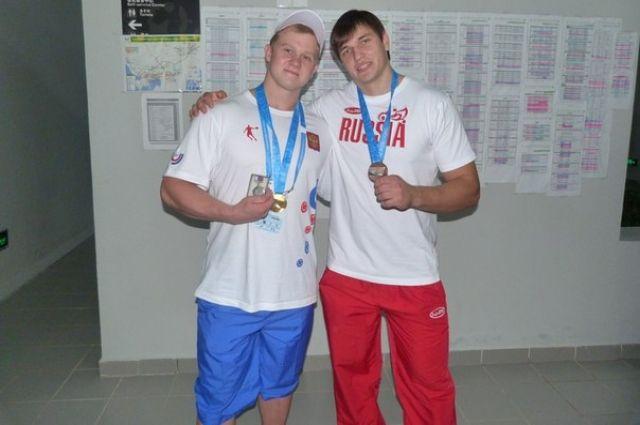 Победитель Кубка России Алексей Ловчев (справа)