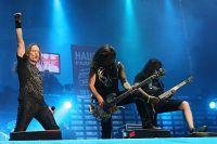 До 2002 года фронтменом «Арии» был Валерий Кипеллов. Именно в его исполнении песян «Улица Роз» полюбилась миллионам поклонникам группы.