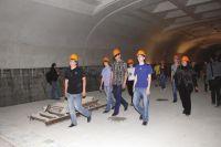 Пока в омское метро ходят только школьники и журналисты с экскурсиями.