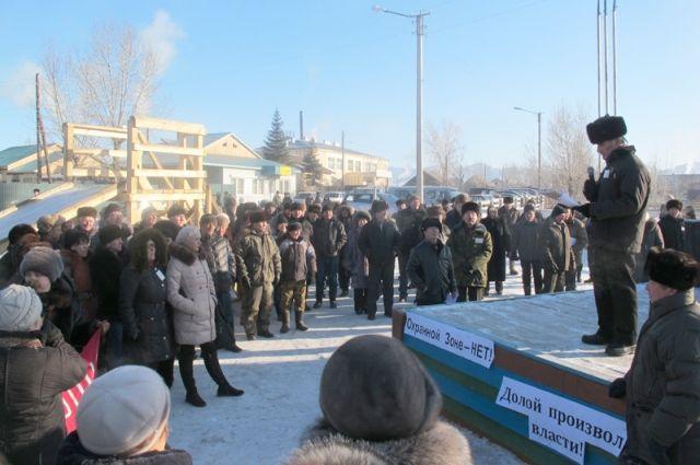 Более 170 человек пришло на митинг.
