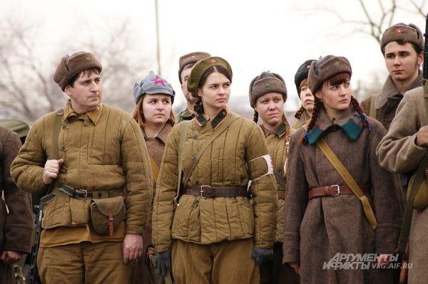 Даже в фуфайках советские девушки старались быть красивыми