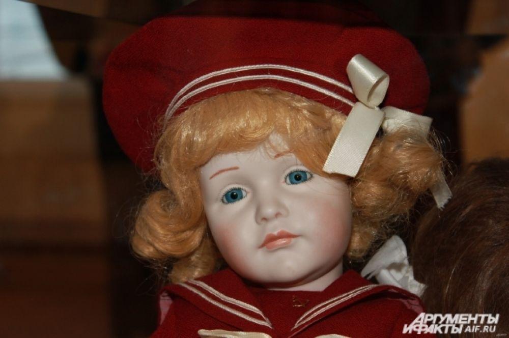 Мальчик в красном матросском костюме - Кеммер и Рейнхардт. Германия. 1909, фарфор.