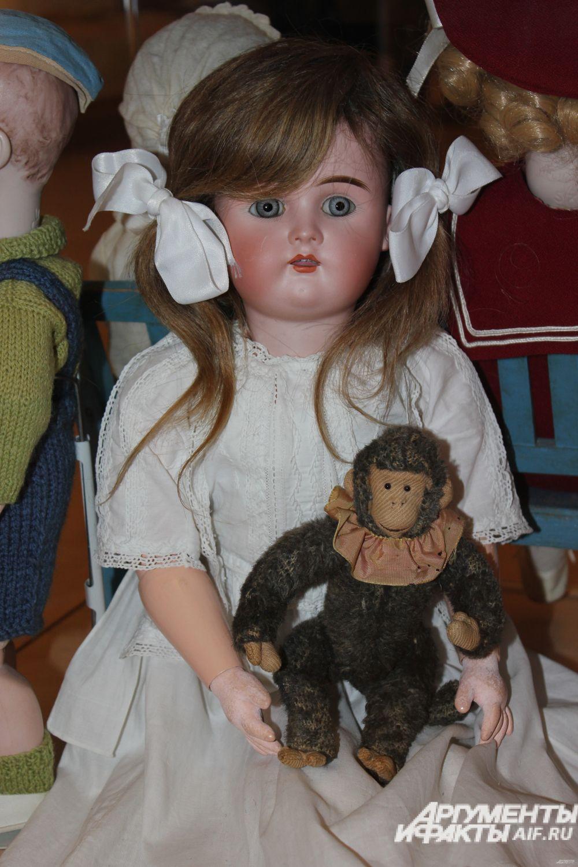Кукла с обезьянкой - Шраер и Фингергут. Россия, нач. 20 в., бисквит.