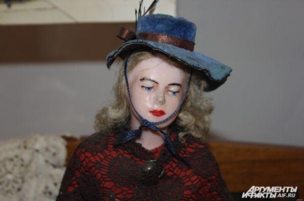 Кукла-барышня в синей шляпке  -  Англия, нач. 20 в., воск.