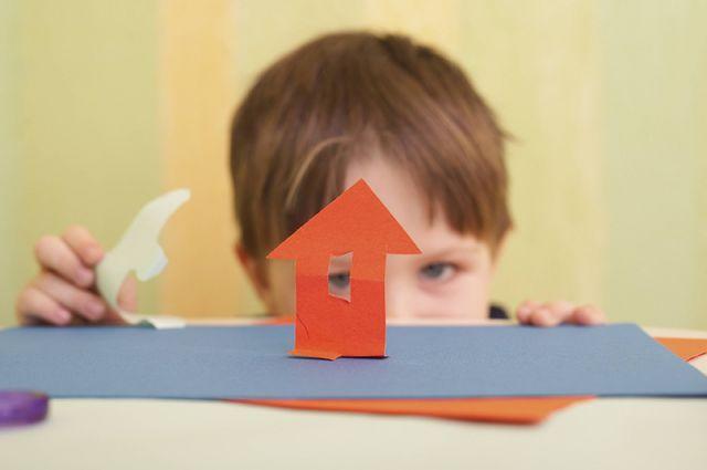 Детям нужны дом и семья.