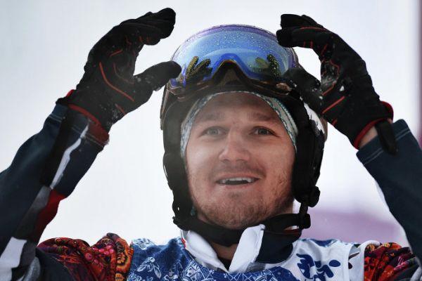 Николай Олюнин завоевал для сборной России серебряную медаль, ставшую первой отечественной олимпийской наградой в сноуборде среди мужчин.