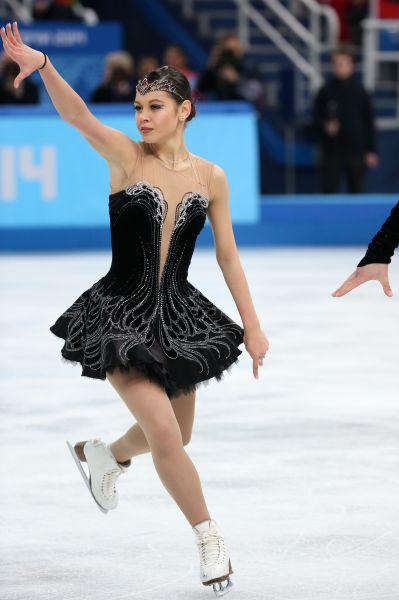 Елена Ильиных, по общему мнению, является одной из самых красивых спортсменок вообще. Но магическое очарование – не единственное, чем может похвастать 19-летняя фигуристка – в Сочи она завоевала уже две медали, в том числе командное «золото».