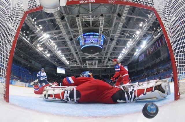 Вратарь Анна Пругова пропускает гол в свои ворота