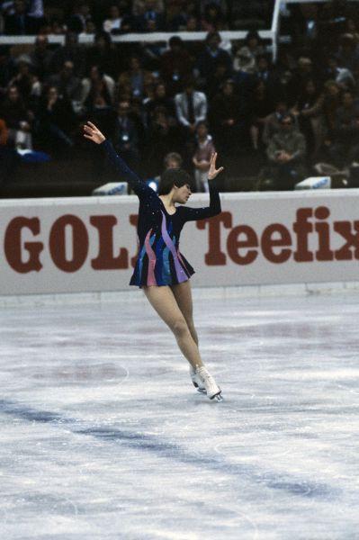 Первую серебряную медаль для сборной России по фигурному катанию завоевала Анна Кондрашова – она заняла второе место на чемпионате мира 1984 года.