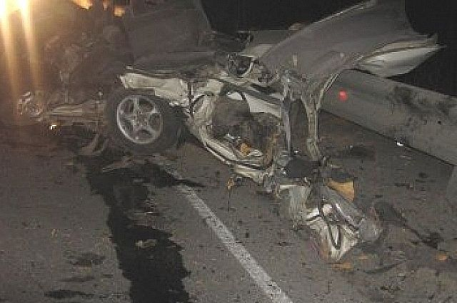 Водитель Toyota Vista погиб на месте.