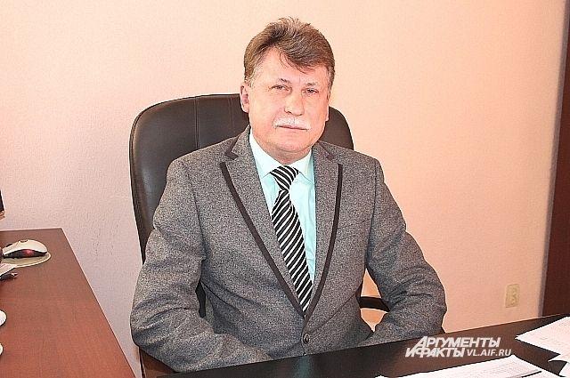 Борис Кубай, в своём кабинете руководителя Примгидромета.