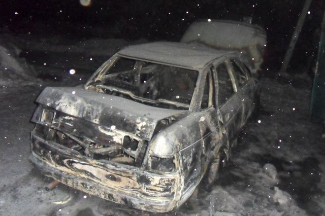 Обгоревший кузов автомобиля