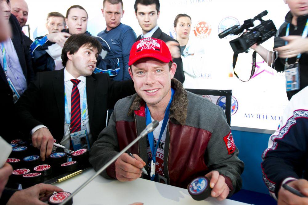 В Зал хоккейной славы войдут игроки, одерживавшие победы на Олимпийских играх и чемпионатах мира, а также хоккеисты, решением директората мирового первенства признанные лучшими в своём амплуа. На фото: Павел Буре.