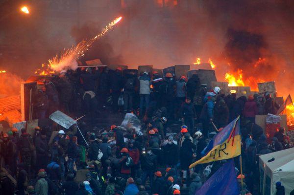 Президент Украины Виктор Янукович призвал лидеров оппозиции вернуться к переговорному процессу, чтобы спасти страну.