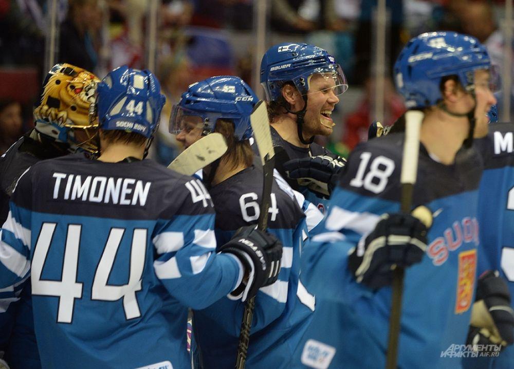 Ещё в первом периоде финны вышли вперёд - вторую шайбу в ворота Семёна Варламова забил Теему Селянне.