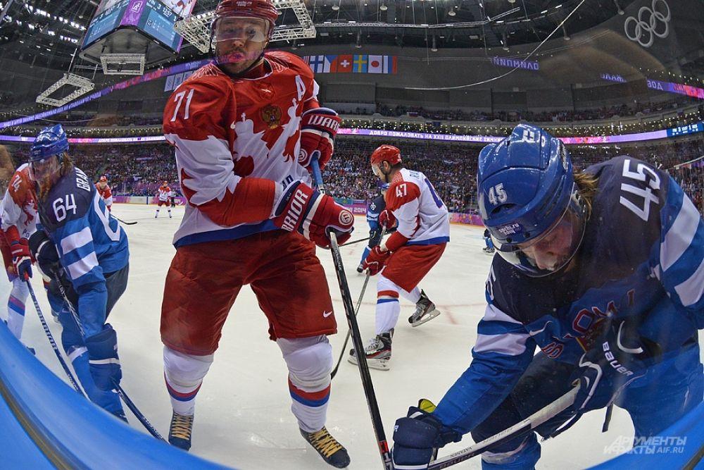 В концовке матча тренер сборной России заменил вратаря на полевого игрока, однако финальная сирена зафиксировала счёт 3:1 в пользу команды Финляндии.