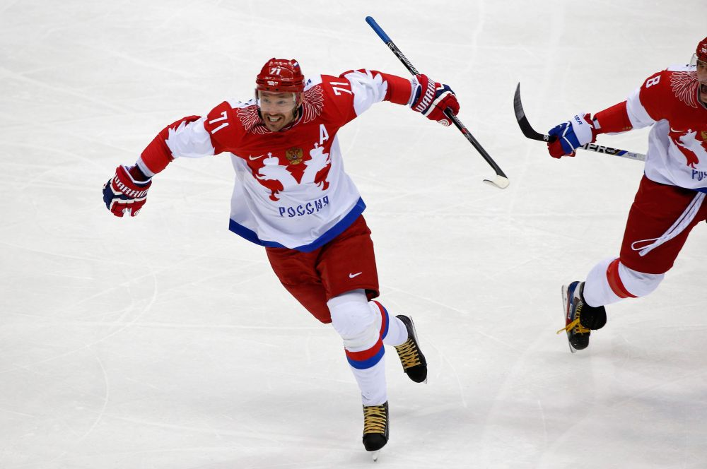 Матч начался для российской сборной успешно - Илья Ковальчук забил гол при игре в большинстве.